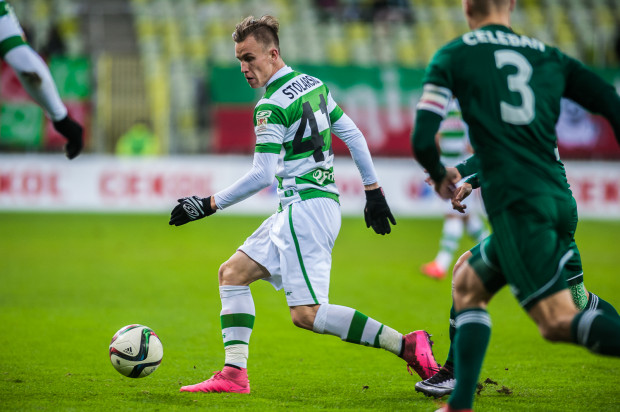 Paweł Stolarski za kadencji Piotra Stokowca rozegrał 4 z 6 meczów w podstawowym składzie, a łącznie ma na koncie 77 spotkań w oficjalnych meczach pierwszego zespołu biało-zielonych.