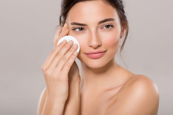 Oczyszczanie skóry jest jednym z istotnych elementów właściwej pielęgnacji.