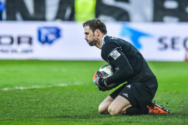 Pavels Steinbors kilkukrotnie ratował Arkę przed stratą gola, także broniąc rzut karny. Nie uchronił jednak zespołu od porażki z Pogonią.