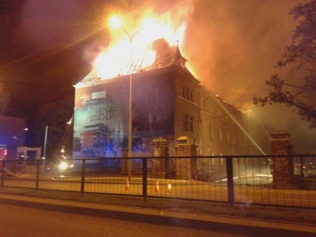 Pożar budynku na terenie dawnych koszar we Wrzeszczu.