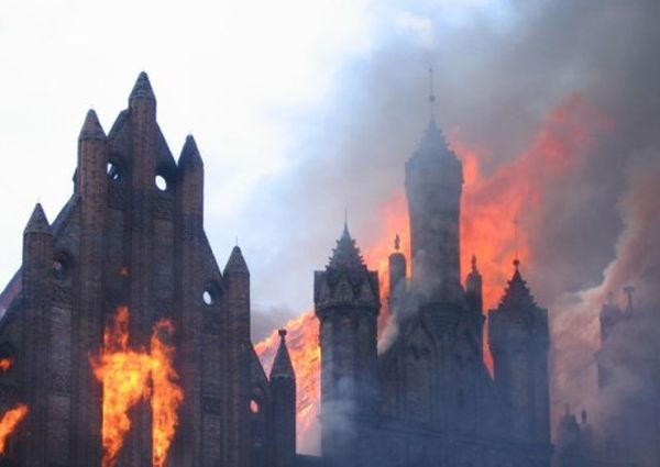 Pożar dachu kościoła św. Katarzyny w Gdańsku - prawdopodobnie jedyny, po którym nie podejrzewano właściciela budynku o celowe podpalenie.