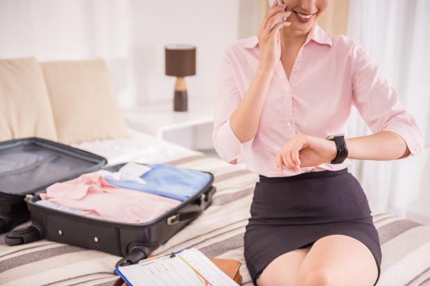 Na krótkie wyjazdy warto wyposażyć się w kilka klasycznych zestawów ubrań, które sprawdzą się w wielu sytuacjach.