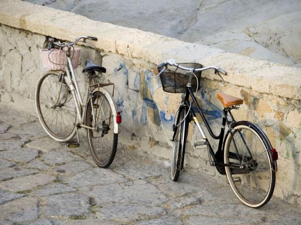 Oszczędność czasu, dbanie o środowisko czy utrata zbędnych kilogramów to tylko niektóre z zalet jazdy rowerem.