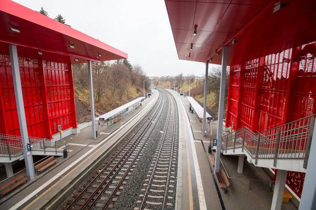Przejazd z przystanku Gdynia Karwiny (nz.) do gdańskiego Śródmieścia trwa nieraz ponad jedną godzinę, zaś bilet przez telefon ważny jest tylko 60 minut.
