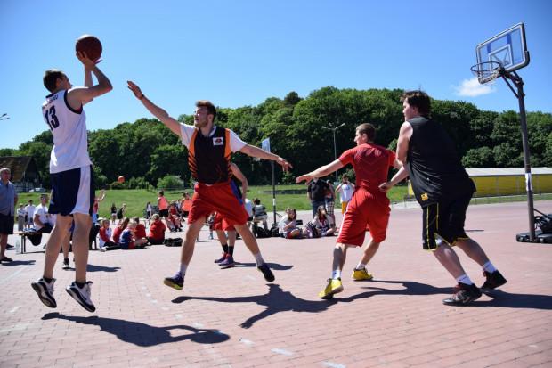 Sezon na turnieje koszykówki ulicznej rozpocznie się w weekend na placu Zebrań Ludowych.