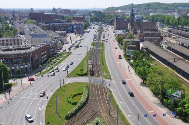 Buspas powstanie na prawym skrajnym pasie wzdłuż Podwala Grodzkiego. Jego inauguracja ma nastąpić wraz z otwarciem Nowego Podwala Grodzkiego w drugiej połowie miesiąca.