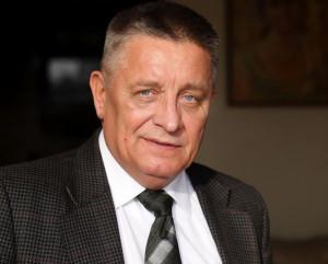 ...i prof. Andrzejem Ceynową (popierany przez SLD).