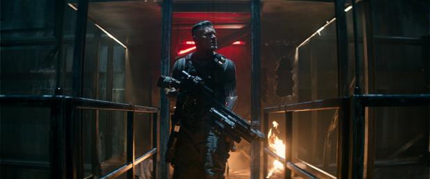 Poza kapitalnym Deadpoolem pojawiają się też nowe postaci, jak choćby Cable przezywany przez głównego bohatera... Thanosem (nieprzypadkowo przecież) czy Domino. Oboje tworzą z głównym bohaterem niezwykle zgrany tercet wart kolejnej części.