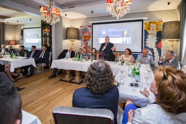 Drugie spotkanie z cyklu Geneza Biznesu odbyło się w poniedziałkowe popołudnie w restauracji L'Entre Villes. W trakcie wydarzenia, 60 gości, mogło wysłuchać trzech inspirujących prelekcji.