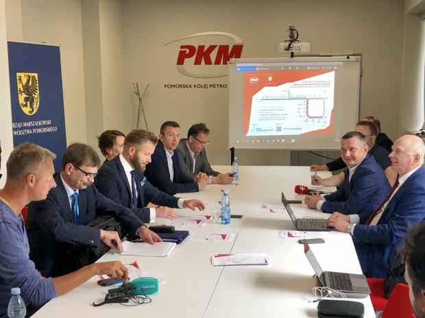 W konferencji prasowej wzięli udziałprzedstawiciele Urzędu Marszałkowskiego województwa Pomorskiego oraz spółek kolejowych.