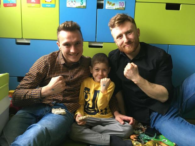 Bartek i Wojtek to dwójka przyjaciół z Gdańska, którzy postanowili przebiec 12 górskich maratonów, by pomóc w realizacji marzeń dzieci z pomorskich hospicjów.