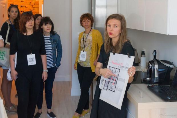 Open House Gdynia 2017. Uczestnicy mają okazję dowiedzieć się, jak właściciele odwiedzanych mieszkań zmienili ich przestrzeń.