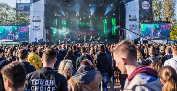 Po godz. 16  na Placu Zebrań Ludowych rozpoczną się pierwsze koncerty juwenaliów.