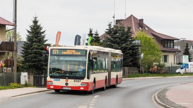 Być może wkrótce doczekamy się oznaczenia w rozkładach linii 171 autobusów w barwach gdańskich i gdyńskich. Urzędnicy obu miast oceniają pozytywnie takie rozwiązanie.