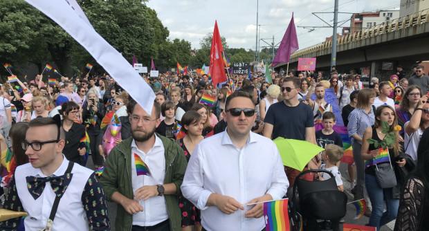 Przez Gdańsk maszeruje kilka tysięcy manifestantów.
