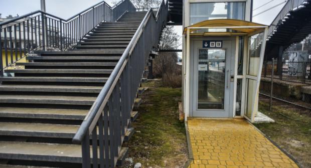 Gdy w Orłowie winda jest nieczynna, pozostają schody, tyle, że na stopniach nie ma zjazdów dla wózków.
