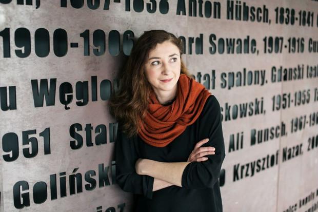 """Jeśli mogę się przyglądać, stawiać pytania i skupić na potrzebach, tęsknotach i oczekiwaniach kobiet, to dla mnie to woda na młyn - mówi Anna Gryszkówna, reżyserka spektaklu """"Reset""""."""