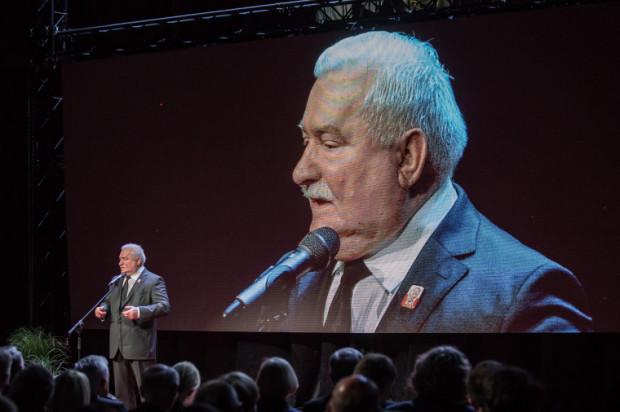 Lech Wałęsa, który ma biuro w ECS, chętnie też udzieli swojego głosu do zapowiedzi przystanków przy placu Solidarności.