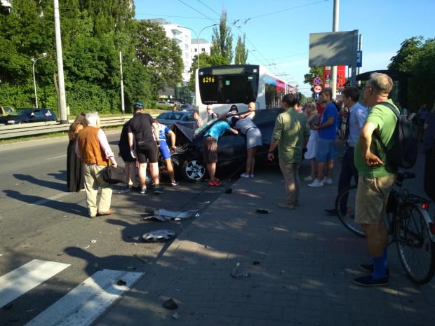 Jednej osoby z samochodu osobowego nie udało się uratować.