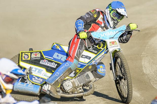 Marcin Turowski (na zdjęciu) wygrał bieg zamykający turniej w Toruniu, za jego plecami znalazł się Dominik Kossakowski, a komplet punktów pozwolił Zdunek Wybrzeżu wskoczyć na drugie miejsce w klasyfikacji generalnej