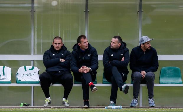 Od prawej: Jarosław Bieniuk, Dominik Czajka, Marek Zieńczuk, Mateusz Bąk. M.in. oni w rezerwach będą pomagać piłkarzom Lechii osiągnąć poziom ekstraklasowy.