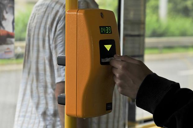 Wprowadzenie elektronicznego systemu sprawi, że pasażer nie będzie musiał już kasować biletu wchodząc do pojazdu.