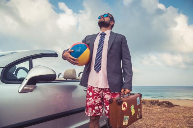 Zbliżają się wakacje, a wraz z nimi czas wakacyjnych urlopów. Warto zawczasu zadbać o poinformowanie o nich swoich przełożonych.