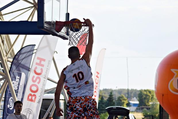 Turnieje 3x3 to powrót koszykówki do korzeni, czyli ulicznej odmiany tego sportu.