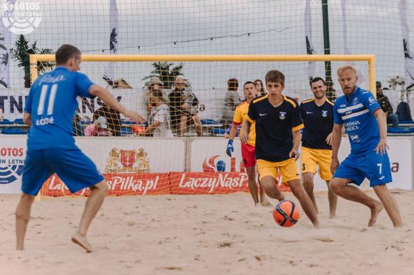Na gdańskich plażach nie brakuje boisk do piłki nożnej, piłki ręcznej i siatkówki. Największe z nich to Lotos Stadion Letni. Na nim rozgrywane są imprezy rangi mistrzostw Polski, ale na co dzień może z niego skorzystać każdy chętny.