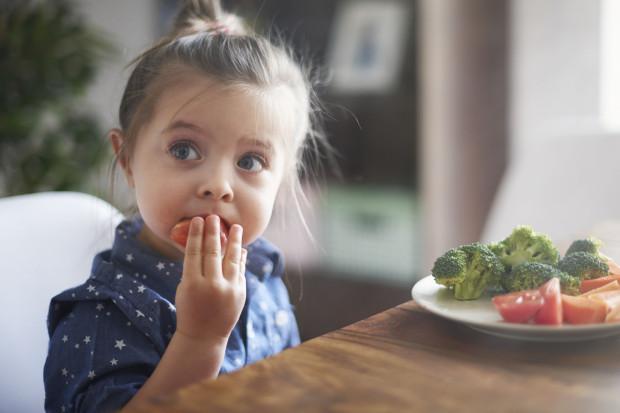 Warto jeść warzywa i owoce, które nie przeszły żadnej obróbki.