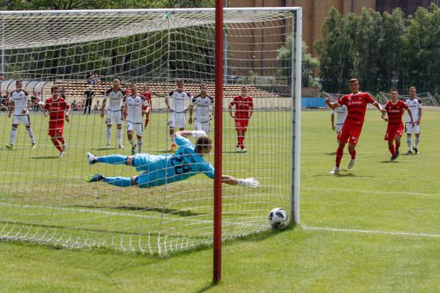 Grając w jedenastu Lechia zdobyła w sobotę jedną bramkę, po rzucie karnym Patryka Lipskiego (na zdjęciu). Dwa kolejne gole biało-zieloni zdobyli, gdy w końcówce meczu celowo zagrali w osłabieniu.