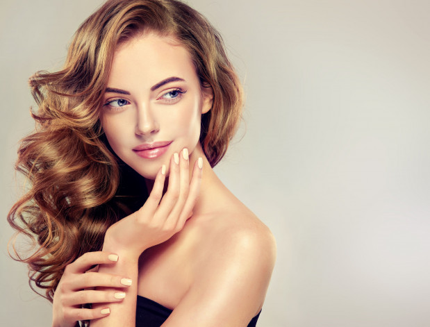 Właściwa dieta wspomaga kondycję włosów i paznokci.