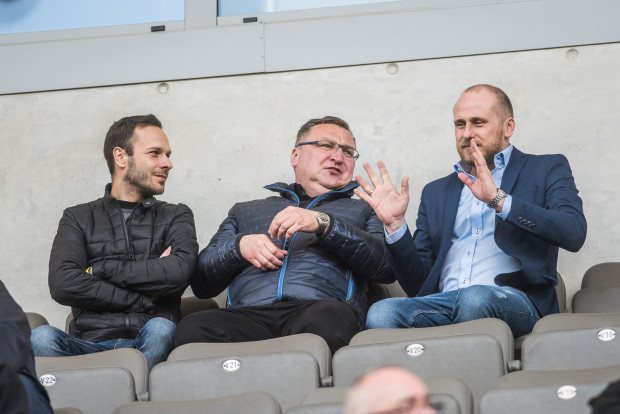 Piotr Włodarczyk (z prawej) przez ostatni rok często bywał na trybunach stadionu Arki Gdynia.