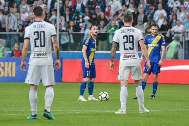 Michał Janota (przy piłce) strzelił gola do szatni na koniec pierwszej połowy, który okazał się na wagę zwycięstwa Arki Gdynia nad Legią Warszawa w Superpucharze Polski 2018.