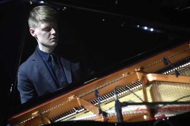 Do akcji włączyli się też pianiści młodego pokolenia, jak Kamil Piotrowicz (na zdj.), którego w kościele Bożego Ciała posłuchamy 16 września.