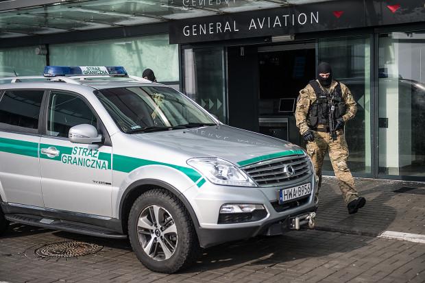 Uczestnicy bójki nie zostali wpuszczeni na pokład samolotu, pozostali członkowie rodziny sami zrezygnowali z podróży.