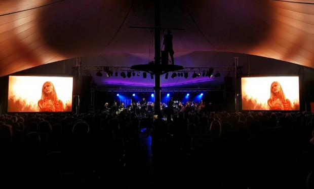 Poniedziałkowy koncert przyciągnął wielu miłośników muzyki filmowej - niemal wszystkie miejsca były zajęte.