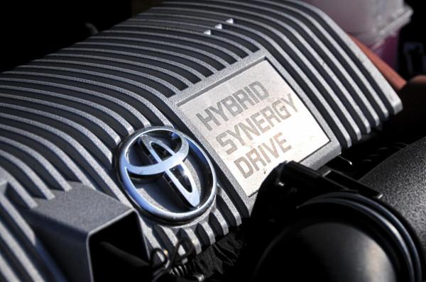 Hybryda to połączenie dwóch źródeł napędu - benzynowego i elektrycznego