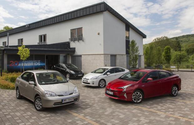 Cztery generacje Toyoty Prius. Od tego modelu wszystko się zaczęło.
