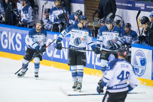 Gdańscy hokeiści rozpoczną sezon 5 września we własnej hali. W pierwszej części sezonu, na którą złożą się 42 mecze, powalczą o miejsce w czołowej szóstce. Taka lokata zagwarantuje bezpośredni awans do play-off.