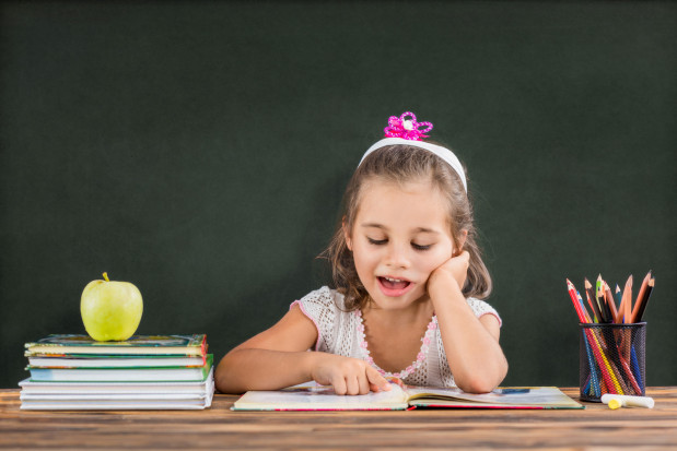 Najważniejsze, by dziecko zarówno jeśli chodzi o zerówkę, jak i o klasę pierwszą, w zrozumiały sposób potrafiło komunikować o swoich potrzebach i decyzjach.