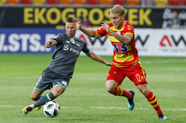Michał Mak (z lewej) to jedyny piłkarz Lechii, który zagrał na inaugurację ekstraklasy po tym jak wrócił z wypożyczenia do innego klubu.