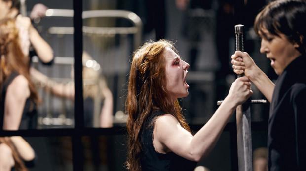 """Oprócz pokazu spektaklu ubiegającego się o Złotego Yoricka - """"Hamlet - Komentarz"""" Teatru Pieśń Kozła (29.07) zobaczyć można również otwartą próbę do tego przedstawienia (28.07) na Dużej Scenie Teatru Wybrzeże."""