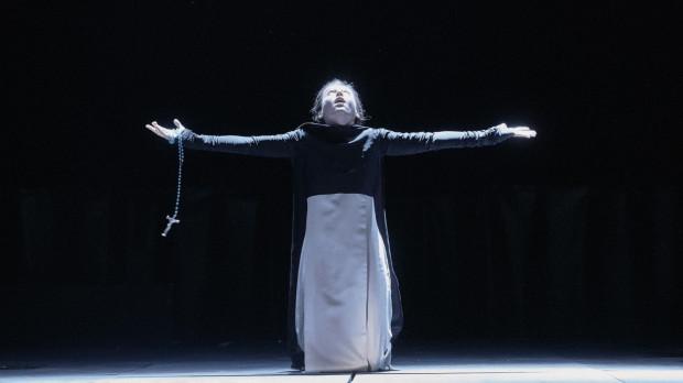"""Ciekawie zapowiada się """"Miarka za miarkę"""" z czeskiego Divadlo pod Palmovkou w Pradze, którą wyreżyserował Jan Klata. Przedstawienie zobaczymy 2 sierpnia w Teatrze Szekspirowskim."""