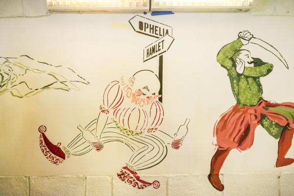"""Mural """"Jak wam się podoba"""" zainspirowany jest twórczością Szekspira i motywem drogi, obecnym na większości malunków."""