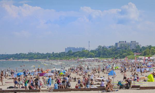Trójmiejskie plaże pełne są wypoczywających.