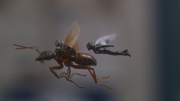 """Nowy """"Ant-Man"""" to wyjątkowe ciepłe, rodzinne i niezobowiązujące kino akcji z o wiele mniejszym ciężarem emocjonalnym niż ostatnie produkcje Marvela."""