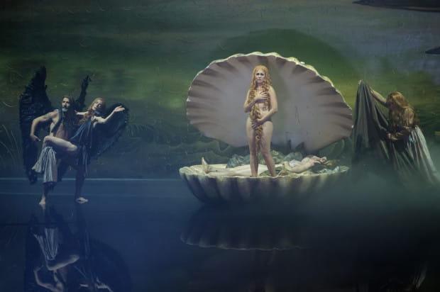 """Piękne, inspirowane dziełami malarskimi sceny (jak """"Narodziny Wenus"""" Sandra Boticellego, na zdjęciu) należą do ozdób """"Snu nocy letniej"""" Theater Freiburg."""