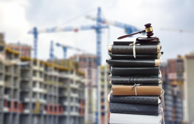 Ustawa miała przyspieszyć proces inwestycyjny, tymczasem wygląda na to, że szereg nieścisłości jakie zawiera spowoduje, że sądom przybędzie pracy.
