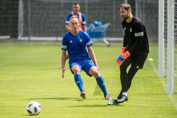Adam Marciniak (z lewej) i Pavels Steinbors (z prawej) grali w przeszłości w Górniku Zabrze. W sobotę zagrają przeciwko tej drużynie w barwach Arki Gdynia.
